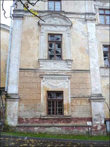 - Палац Сапегаў. Паўночны фасад, фрагмент