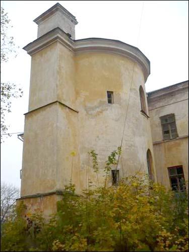 - Палац Сапегаў. Вежа заходняга фасаду