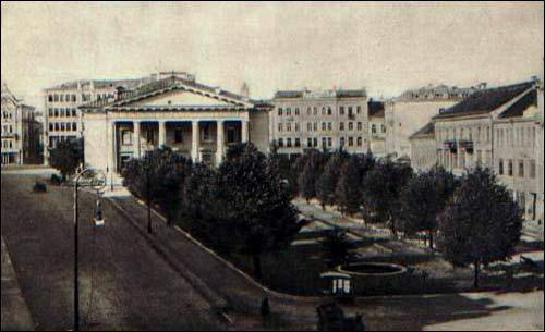 - Ратуша . Ратушны пляц у Вільні на паштоўцы 1930-х гг.