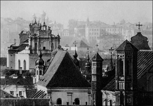 - . J. Bułhak. Widok Wilna od strony wschodniej. Na pierwszym planie kościoły Bernardyński i św. Michała; w głębi św. Jana