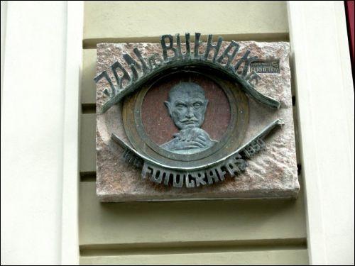 - . Tablica poświęcona pamięci Jana Bułhaka na ulicy Wilna