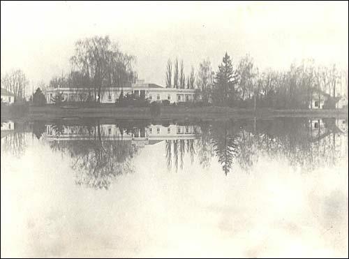 - Сядзіба Біспінгаў. Палац на фотаздымку 1939 г.