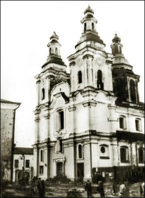 - Касцёл Святога Францыска Ксаверыя і Анёлаў-Ахоўнікаў і калегіюм езуітаў.