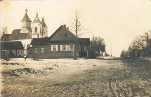 - Касцёл кармэлітак. Вілейка ўзімку. Фота 1917 г. (www.szukamypolski.com)