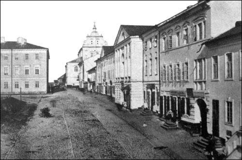 - Kościół i klasztor Dominikanów. Górne Miasto. Fragment budynku z lewej, to były klasztor bazylianów; z boku kościół dominikanów. Zdjęcie z 1860 roku