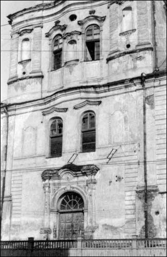 - Kościół i klasztor Dominikanów. Fasada główna, zdjęcie 03 1943 r, dr. Nerling