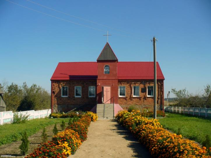-  Murowany dom. Murowany dom Mikłaszewiczów w Raczkanach z pocz. XX w. Teraz kościół katolicki