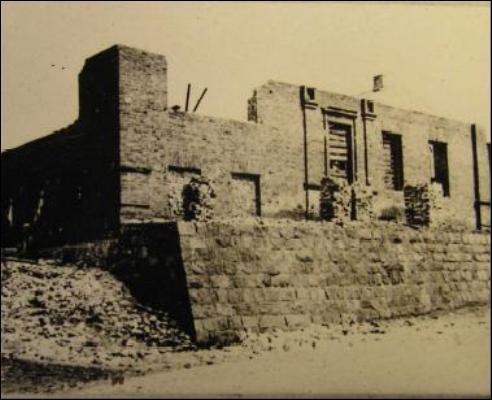 - Сінагога . Руіны сынагогі на здымку 1946г.