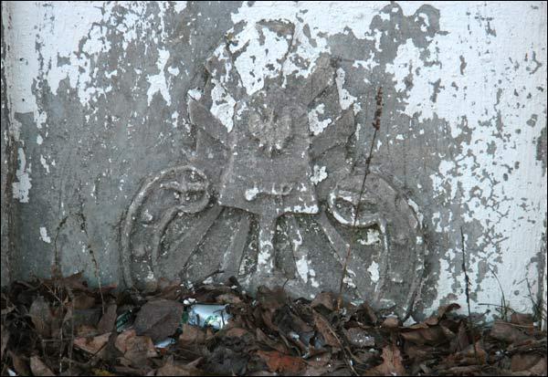 Часовня придорожная (деревня Вольно). Фрагмент (2010-03-08)