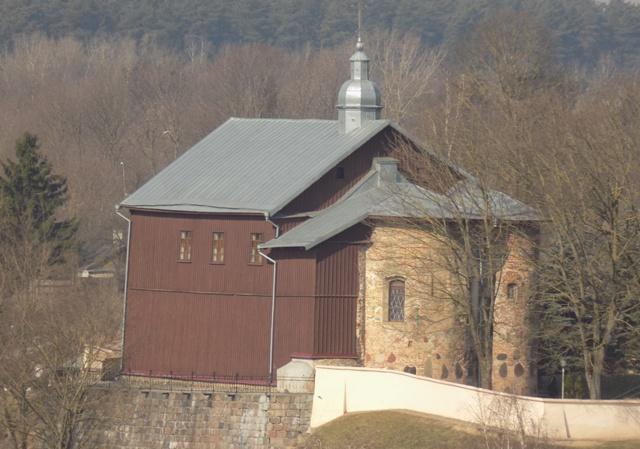 - Царква Святых Барыса й Глеба (Каложская). Погляд на царкву з боку муроў Старога замка