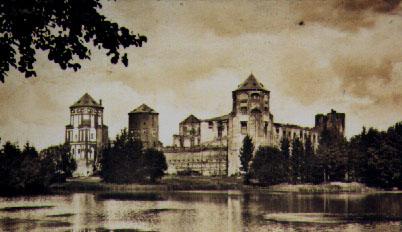 -  Мірскі замак.