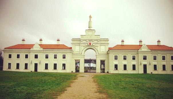 - Палац Сапегаў. http://artem-ablozhei.livejournal.com/131813.html