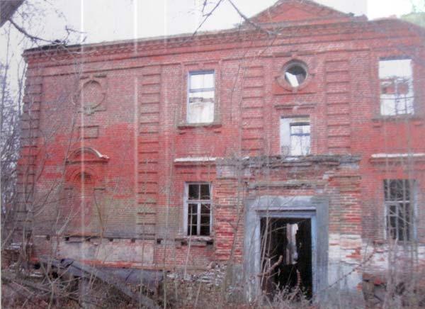 - Dwór Wańkowiczów. Dwór na zdjęciu z Muzeum w Chojnikach
